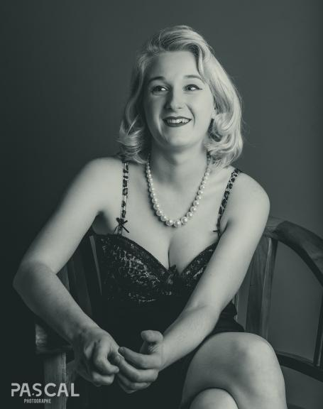 <b style='font-size:16px' > Noir et Blanc Pin-Up</b><span style='font-style:italic'> ( Portraits : Pin Up So 50's :  <i class='fa fa-copyright' aria-hidden='true'></i> Pascal Soumoulou  )</span>