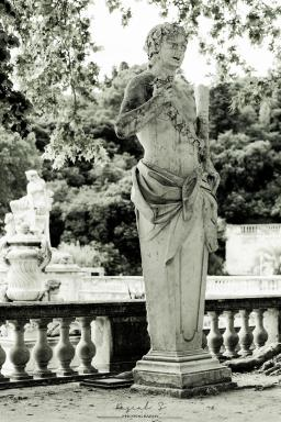 <b style='font-size:16px' > Jardins de la Fontaine Nîmes</b><span style='font-style:italic'> ( Outdoor  : Nimes La Belle  :  <i class='fa fa-copyright' aria-hidden='true'></i> Pascal Soumoulou  )</span>