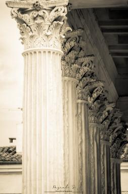 <b style='font-size:16px' > La Maison Carré Nîmes</b><span style='font-style:italic'> ( Outdoor  : Nimes La Belle  :  <i class='fa fa-copyright' aria-hidden='true'></i> Pascal Soumoulou  )</span>