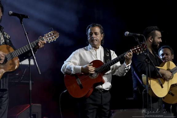 <b style='font-size:16px' > </b><span style='font-style:italic'> ( Evenements : Chico& the Gypsies aux Petits As 2015 :  <i class='fa fa-copyright' aria-hidden='true'></i> Pascal Soumoulou  )</span>